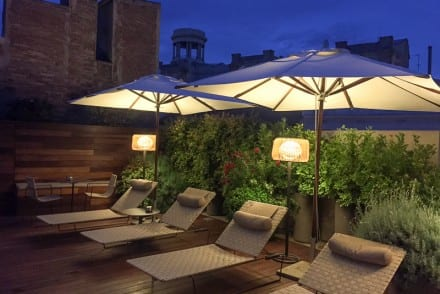 Evening-lounge-chairs-rooftop-Mercer-hotel-Barcelona