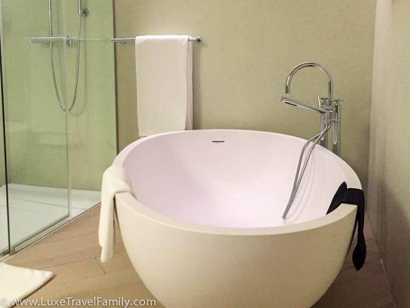 large bathtub Mercer hotel Barcelona