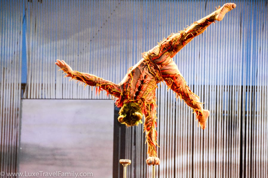 Cirque du Soleil Allavita performer balancing on one hand at Expo 2015
