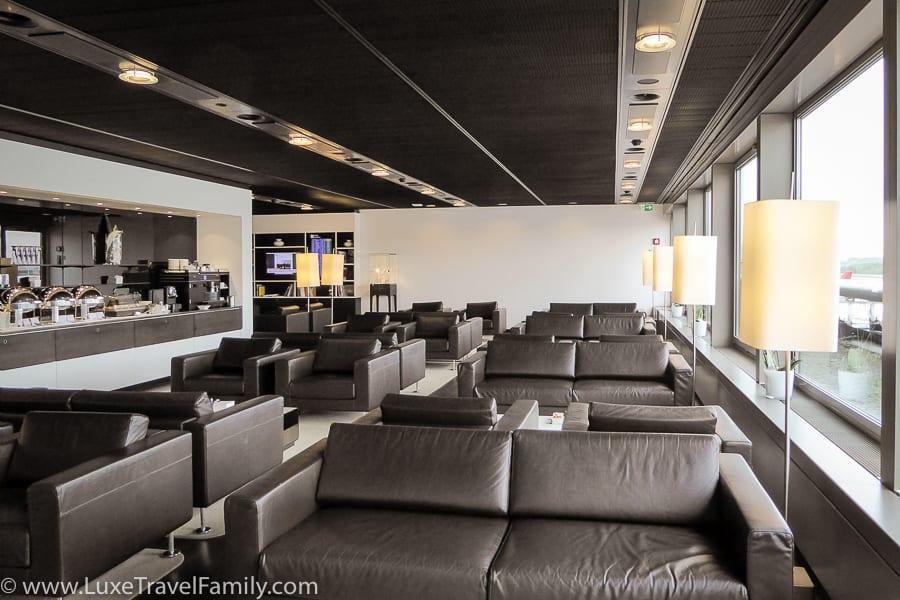 Dark grey leather sofas in the Swiss First Class Lounge in Zurich